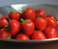 Rote saftige Erdbeeren Stockbild