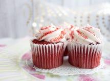 Rote Samt-kleine Kuchen Lizenzfreies Stockbild