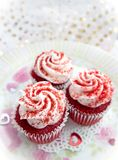 Rote Samt-kleine Kuchen Lizenzfreie Stockfotografie