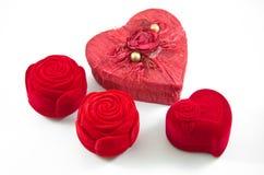 Rote Samt-Seiden-rosafarbener Kasten für Verpflichtung Stockbild
