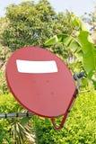 Rote Satellitenschüssel Stockfotografie