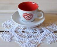 Rote Schale für Tee oder Kaffee Stockbild