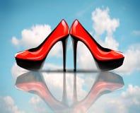 Rote Schuhe des hohen Absatzes Stockfotografie
