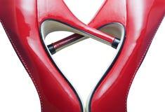 Rote Schuhe, die ein Inneres bilden Stockfotografie