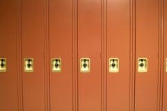 Rote Schule-Schließfächer Stockfotos