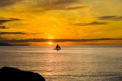 Rote Segel im Sonnenuntergang Lizenzfreies Stockbild
