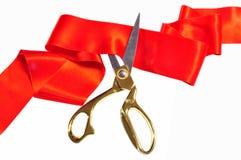 Rote Seide und Scheren Lizenzfreie Stockfotografie