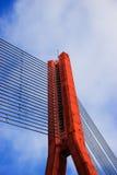 Rote Seilzugbrücke Stockfoto