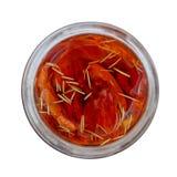Rote selbst gemachte im Ofen getrocknete Tomaten mit dem Rosmarin angefüllt mit Olivenöl in einem Glasgefäß, Draufsicht, Nahaufna stockfotografie