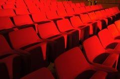 Rote Sitzöffentlich Halle Stockfoto