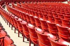 Rote Sitze Stockbild