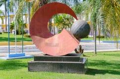 Rote Skulptur vor dem Rathaus von Porto Velho Lizenzfreie Stockfotografie