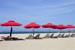 Rote Sonnenschirme Lizenzfreies Stockbild