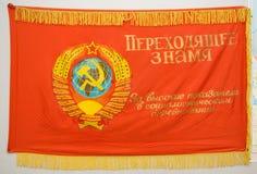 Rote sowjetische Markierungsfahne Stockfotos