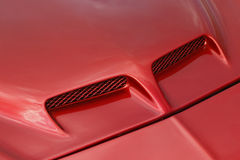 Rote Sportautohaube Stockfotografie