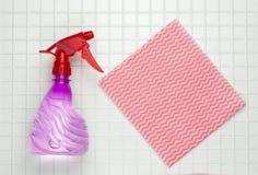Rote Sprayflasche Lizenzfreie Stockfotografie