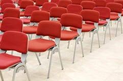 Rote Stühle Lizenzfreie Stockfotografie