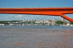 Rote Stadtbrücke stockfoto