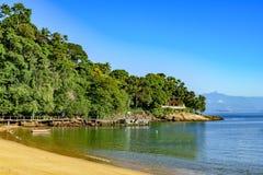 Rote Strand-Bucht auf Ilha groß in Angra DOS Reis stockbilder