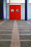 Rote Tür lizenzfreie stockbilder