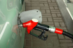 Rote Tankstelledüse Stockfotos