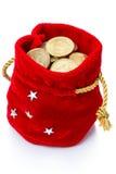 Rote Tasche mit Münzen auf Weiß Stockfoto