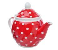 Rote Teekanne mit den Tupfen lokalisiert über Weiß Lizenzfreie Stockfotografie