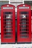 Rote Telefon-Stände in London England Stockfotografie