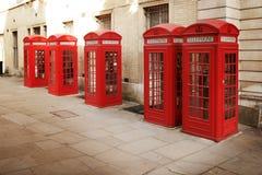 Rote Telefonstände Stockfotografie