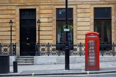 Rote Telefonstände in zentralem London. Großbritannien. Lizenzfreies Stockbild
