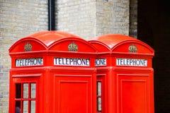 Rote Telefonzelle lizenzfreies stockfoto