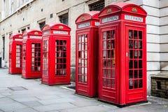 Rote Telefonzelle stockfotos