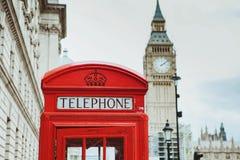 Rote Telefonzelle und Big Ben London, Großbritannien lizenzfreies stockbild
