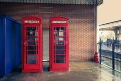 Rote Telefonzellen der Tradition Stockfotografie