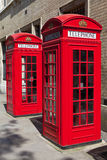 Rote Telefonzellen in London Stockfotos