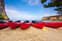 Rote thailändische Boote Stockfotos