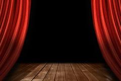 Rote Theater-Stufe drapiert mit hölzernem Fußboden Stockfoto