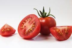 Rote Tomate auf einem weißen Hintergrund Stockfoto