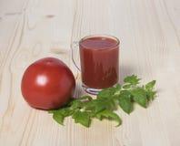 Rote Tomate und Tomatensaft Lizenzfreie Stockbilder