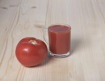 Rote Tomate und Tomatensaft Lizenzfreies Stockbild