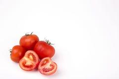 Rote Tomaten auf einem weißen Hintergrund Lizenzfreie Stockfotos