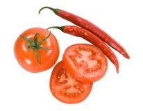 Rote Tomaten mit kühlen Pfeffern Stockfotografie