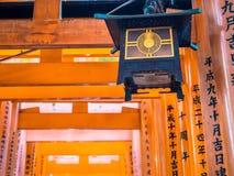 Rote Tori Gate bei Fushimi Inari Kyoto, Japan Stockfotos