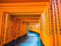 Rote Tori Gate bei Fushimi Inari Kyoto, Japan Lizenzfreie Stockfotos