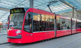 Rote Tram in Bern Lizenzfreies Stockbild