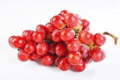 Rote Traube auf Weiß Stockfoto