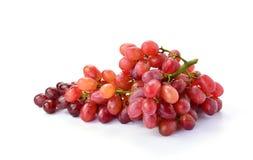 Rote Trauben auf weißem Hintergrund Lizenzfreies Stockfoto