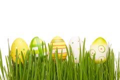 Rote Tulpe und farbige Eier Lizenzfreies Stockfoto