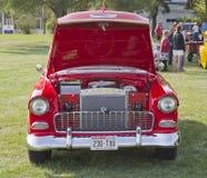 Rote u. weiße Chevy Bel Air Front-Ansicht 1955 Stockbild
