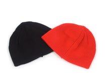Rote und blackenning atheletic Hüte Stockfotos